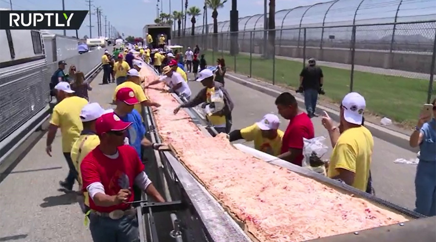Longest pizza in the world made in California
