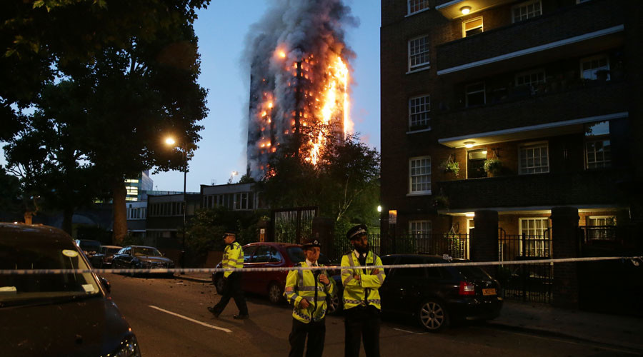 Dramatic images show devastating London tower block blaze (PHOTOS)