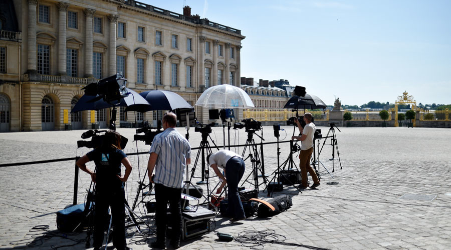 Macron govt shows 'worrying signs' of hostility towards media independence - French journalists