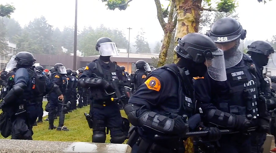 At least 1 arrested as free speech rally at Evergreen College sees counter-protests