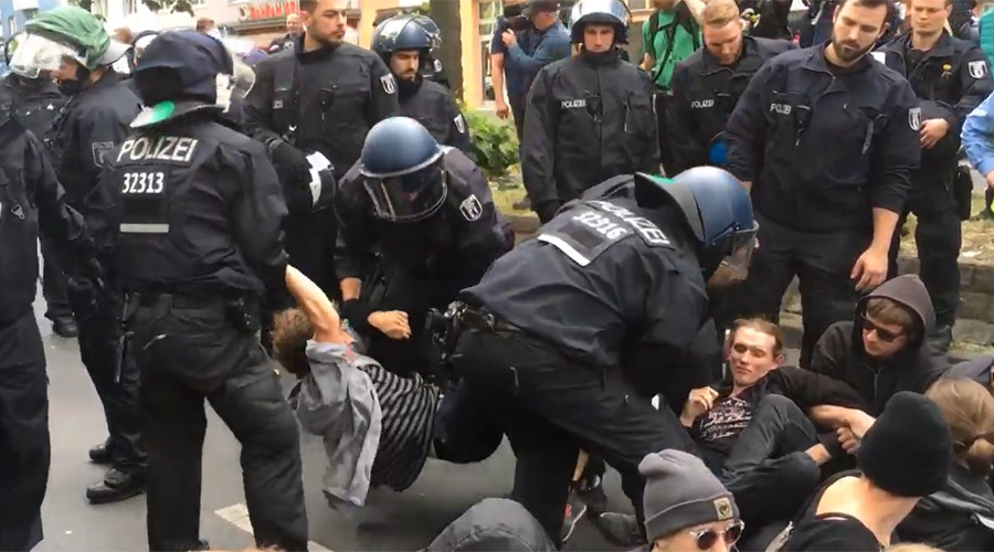 Police detain protesters in Berlin as anti-immigrant rally faces off with counter demo (VIDEOS)