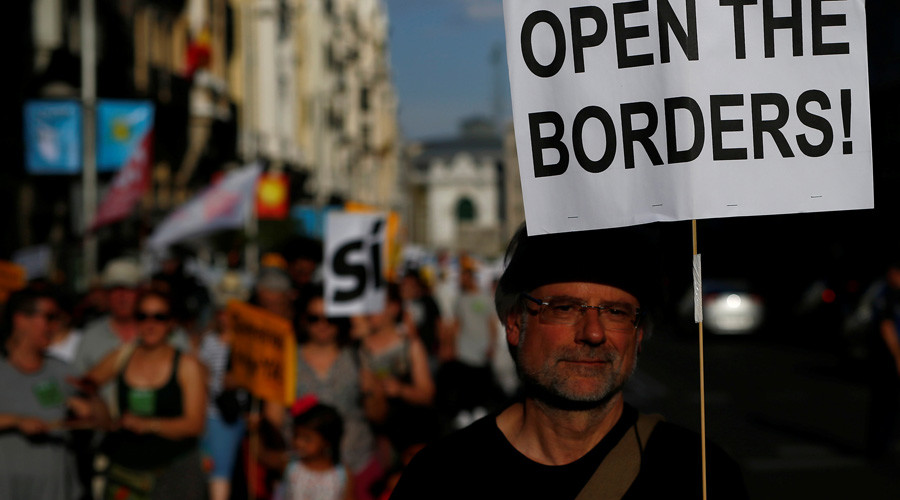 'Enough excuses': Madrid protesters urge govt to accept more refugees (PHOTOS, VIDEO)