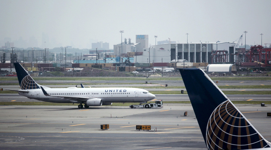 Fuel leak on United Airlines flight goes unnoticed by crew (VIDEO)