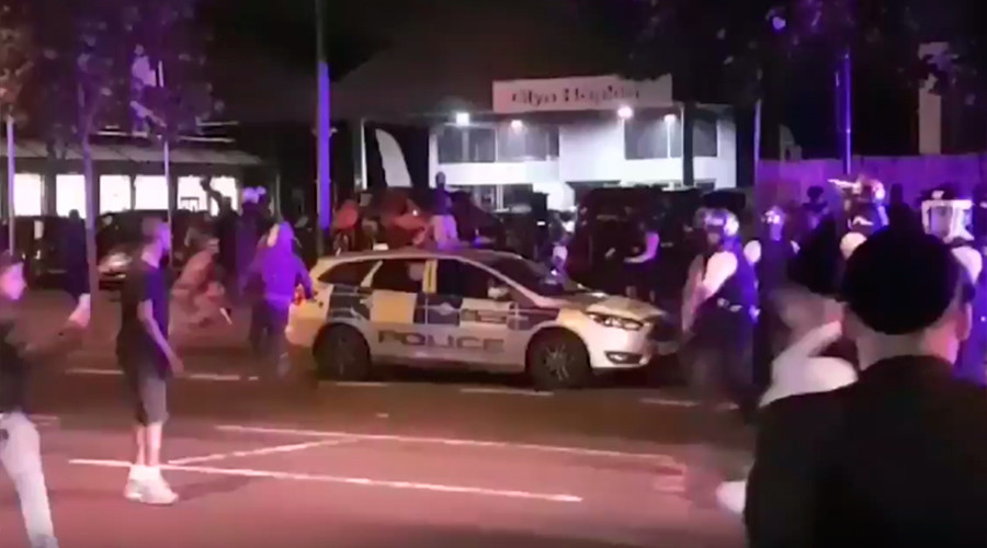 London riot police respond to violent youths clashing with 'bats & machetes' in Stamford Hill