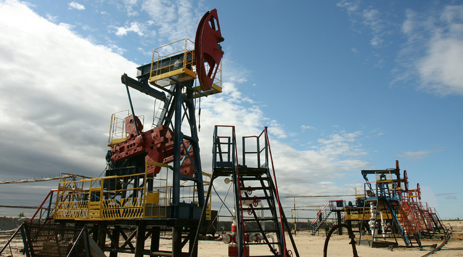 Oil prices sink to 7-mo lows on growing global oversupply