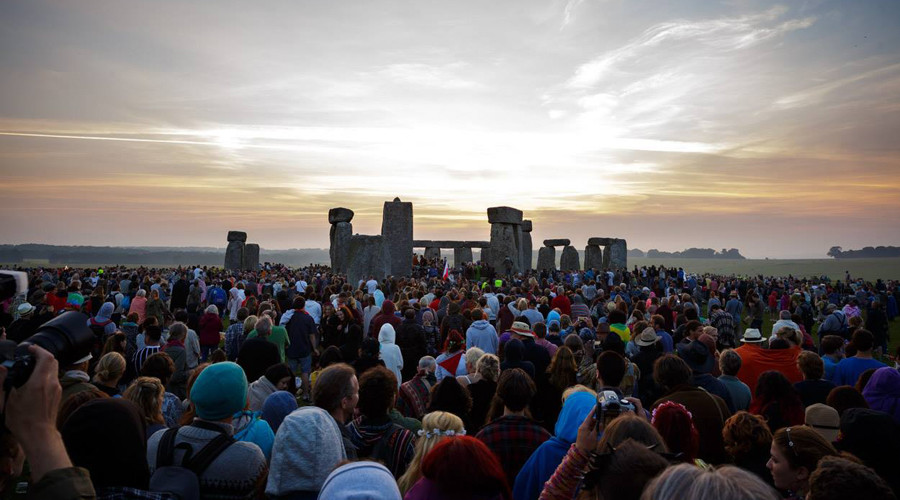 Stonehenge summer solstice attracts pagans, revellers – and armed police (PHOTOS,VIDEO)