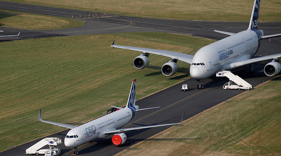 Boeing outsells Airbus at Paris show