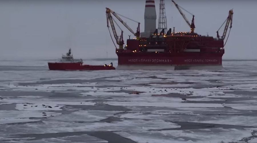 'Something's pulling them here': Thousands of seals surround Arctic drilling rig (VIDEO)