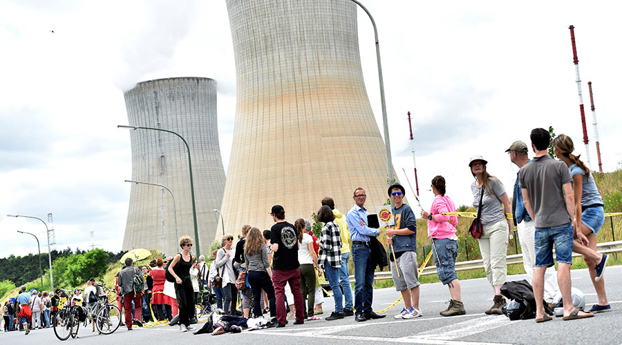 50,000 protesters form 90km human chain to demand closure of aging Belgian nuclear reactors (VIDEO)