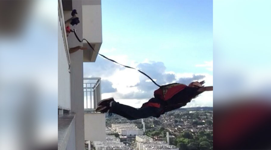 Daredevil earns online fame with jaw-dropping jumps from Brazil high-rise (VIDEO)