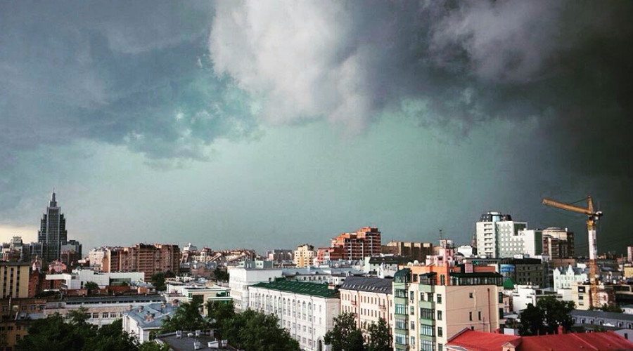 Sky split open: Moscow hit by 'downpour of the century' (VIDEOS, PHOTOS)