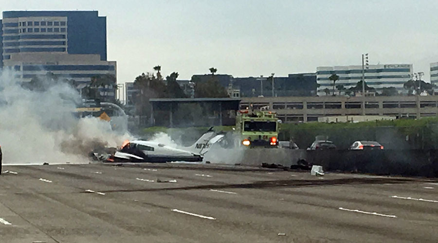 Small plane crashes into LA freeway & bursts into flames, leaving 2 injured (VIDEOS, PHOTOS)