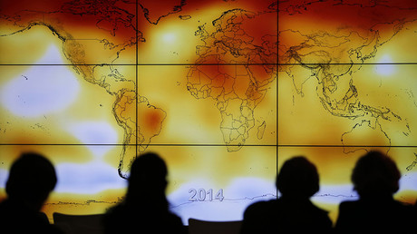 Participants looks at a screen projecting a world map with climate anomalies during the World Climate © Stephane Mahe