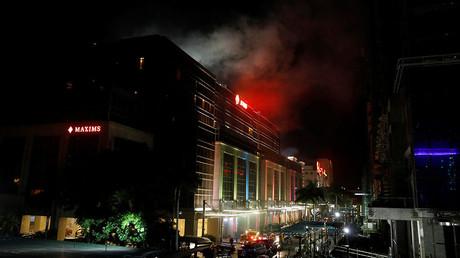 Smoke billows from the Resorts World building in Pasay City, Metro Manila, Philippines June 2, 2017 © Erik De Castro