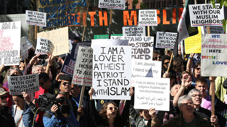 Counter-protesters hold signs and shout slogans during an anti-Sharia rally in Seattle, Washington, US, June 10, 2017 © David Ryder