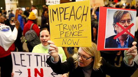 5940c3e5c36188d0478b45bf Democrats squabble behind closed doors over Trump impeachment plan