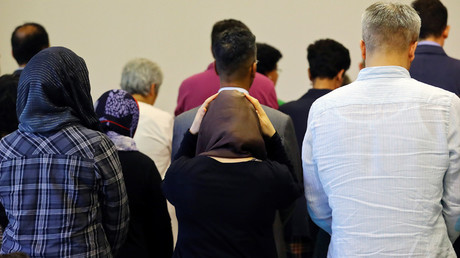 Men and women pray together at the new liberal Ibn-Rushd-Goethe-Mosque in Berlin, Germany, June 16, 2017 © Hannibal Hanschke