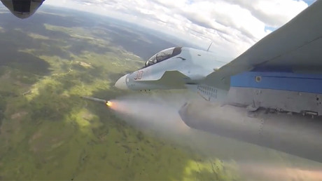 Russian fighter jets perform stunts at aviation show
