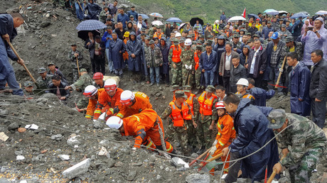 Landslide crushes 40 houses, buries 100+ people in China (PHOTOS, VIDEO)