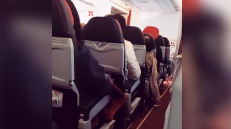 Engine failure shakes AirAsia flight like a 'washing machine' (VIDEOS)