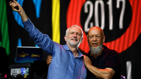 Britain's opposition Labour Party leader Jeremy Corbyn and Michael Eavis © Dylan Martinez