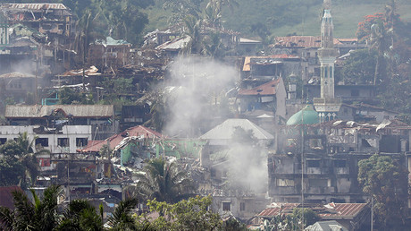 Smoke is seen while Philippines army troops continue their assault against insurgents from the Maute group in Marawi City, Philippines June 28, 2017. © Jorge Silva