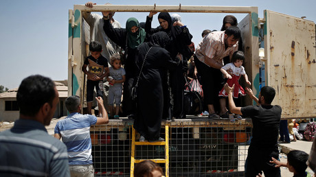 Civilians fleeing the fighting between the Iraqi forces and Islamic State militants © Alkis Konstantinidis