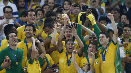 Brazil's Neymar celebrates with his teammates after winning the 2013 Confederations Cup final against Spain at the Estadio Maracana in Rio de Janeiro © Marcos Brindicci