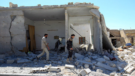 FILE PHOTO: Civil defense members inspect the damage at a site hit by airstrikes in the town of Khan Sheikhoun, Syria April 5, 2017 © Ammar Abdullah