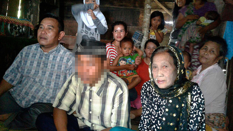 Indonesian teen 'threatens suicide' in order to wed 71yr-old partner