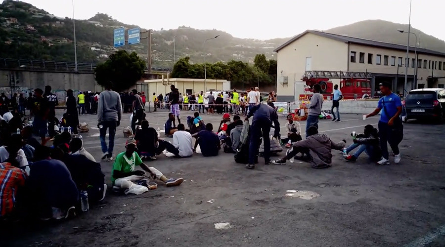 Migrants set up camp in Italy's Ventimiglia after being denied entry to France (VIDEO)