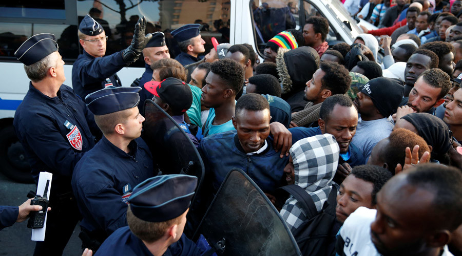Up to 2,500 migrants evacuated from La Chapelle makeshift camp in Paris (PHOTOS)