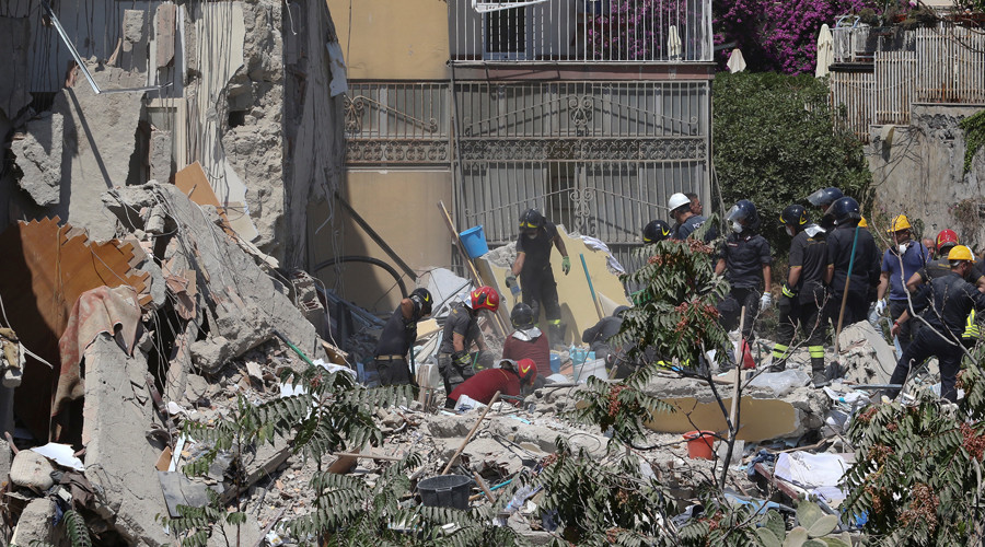 Residential building collapses near Naples, several feared trapped (PHOTOS)