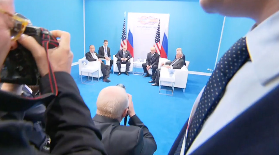 'Stop! Slow! One by one!' Journalists rush G20 backstage to attend Putin-Trump meeting (VIDEO)