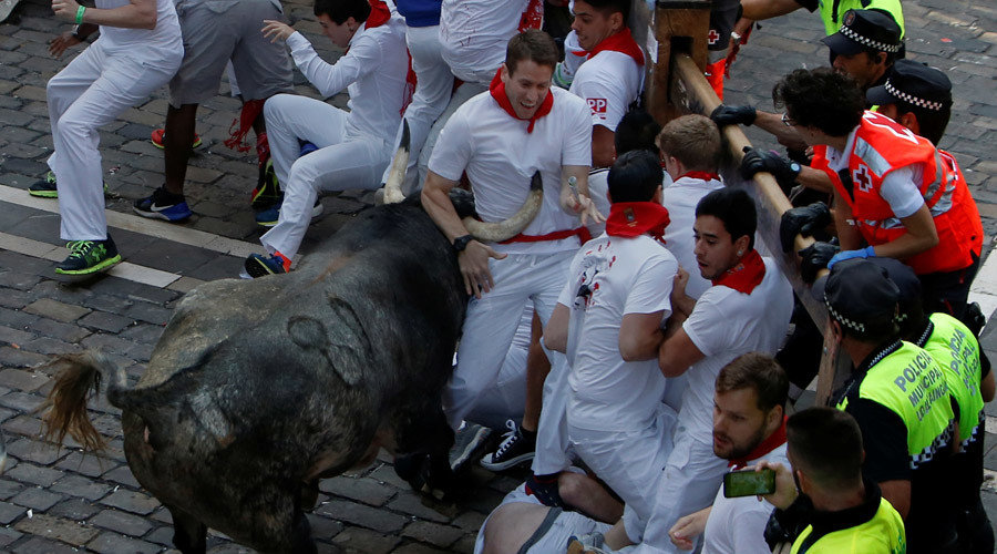 Man gored in thorax at Pamplona bull run (VIDEOS)