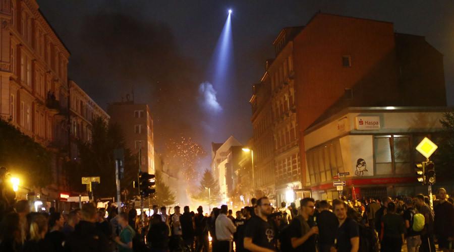 Molotov cocktails & iron bars: G20 protests rage on in Hamburg, 200+ police injured