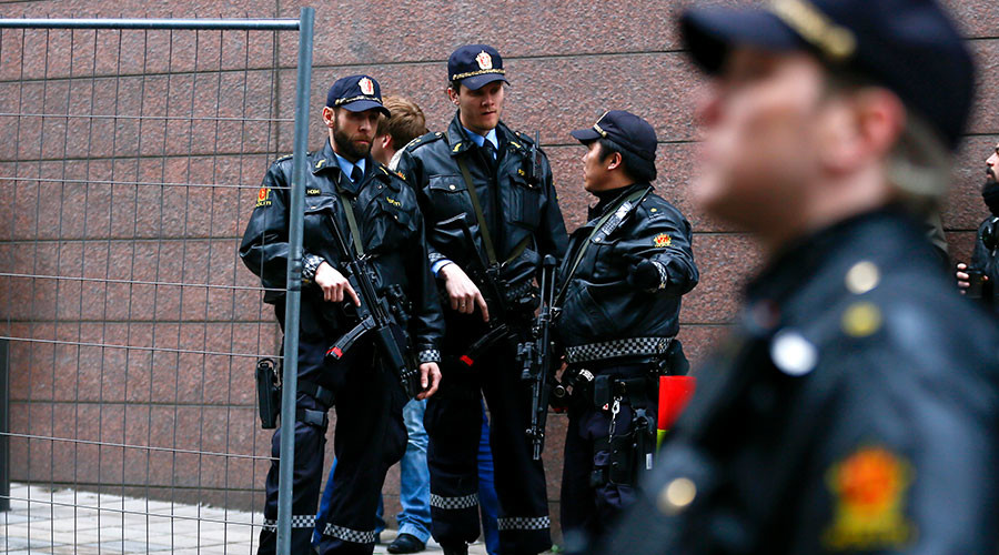 Norway shooting: 4 injured as gunman opens fire at Oslo nightclub