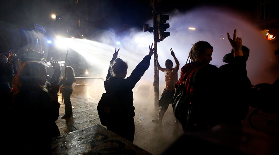 Water cannon & burned out cars: Violent riots continue in Hamburg after G20 summit