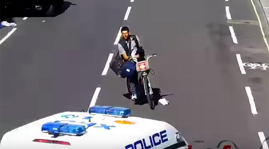 Cops knock thief off 'Boris Bike' with police van door (VIDEO)