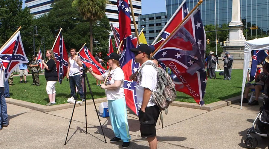 Confederate flag reappears in South Carolina (VIDEO)