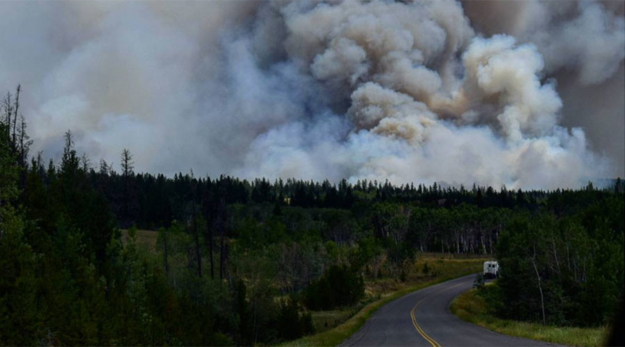 Dramatic escape from terrifying British Columbia wildfires caught on camera (VIDEO, PHOTOS)