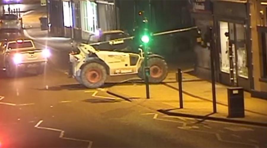 UK criminals steal ATM using forklift truck as battering ram (VIDEO)