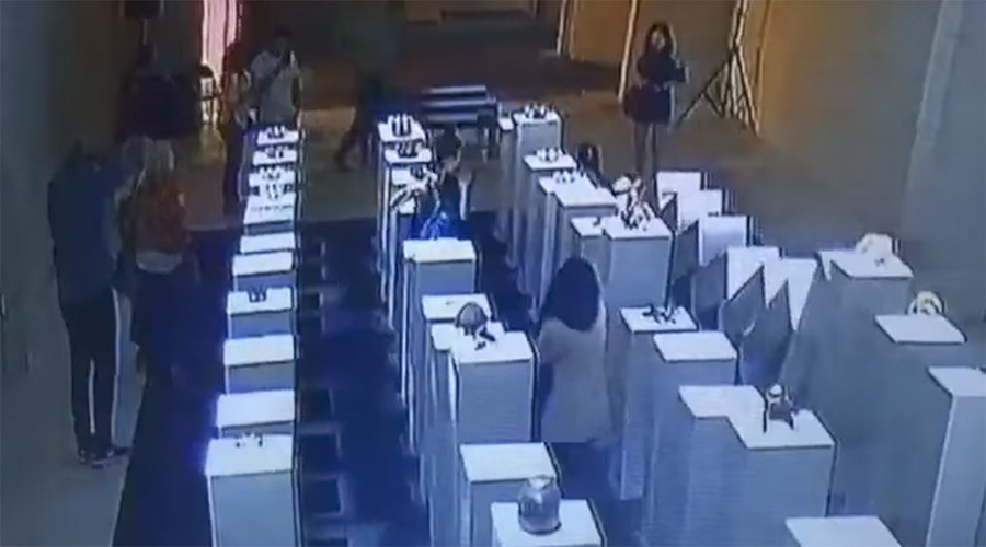 $200,000 selfie: Domino disaster sees woman demolish art installation (VIDEO, PHOTOS)