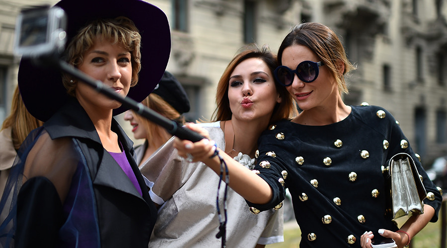 Milan bans cans, selfie-sticks & food trucks in clampdown on rowdy behavior