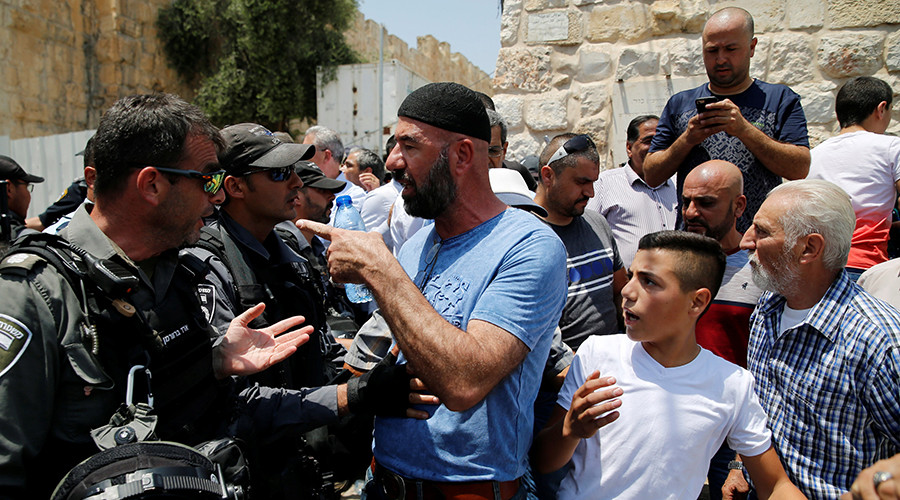 Israeli police fires rubber bullets to disperse Temple Mount protestors, 3 injured