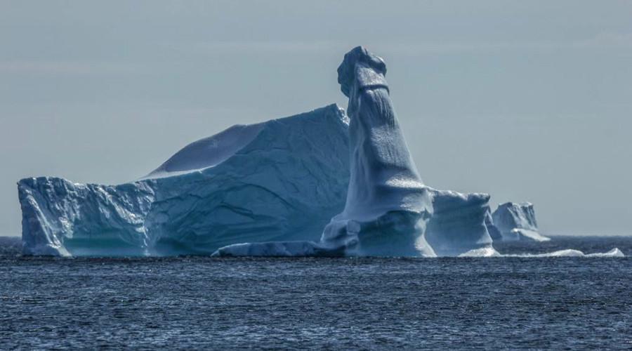 'Penisberg': Phallic tower of ice pictured off Newfoundland (PHOTO)