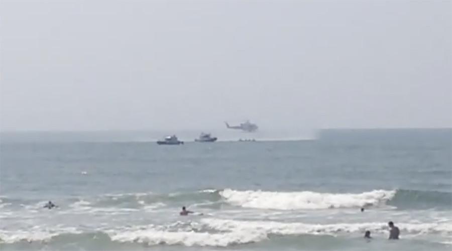 Chopper's emergency water landing near NY beach caught on camera (VIDEOS)