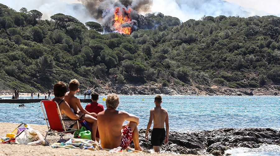 'Apocalyptic' scenes in southern France as wildfires force 10,000 to be evacuated (PHOTOS)