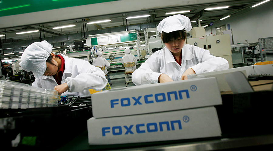 Trump lauds potential 13k new jobs in Wisconsin Foxconn factory, but robots may land all the gigs