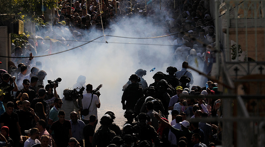 Clashes break out at Jerusalem's Al-Aqsa mosque as security measures lifted (VIDEOS)